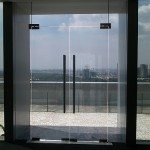pintu tempered glass
